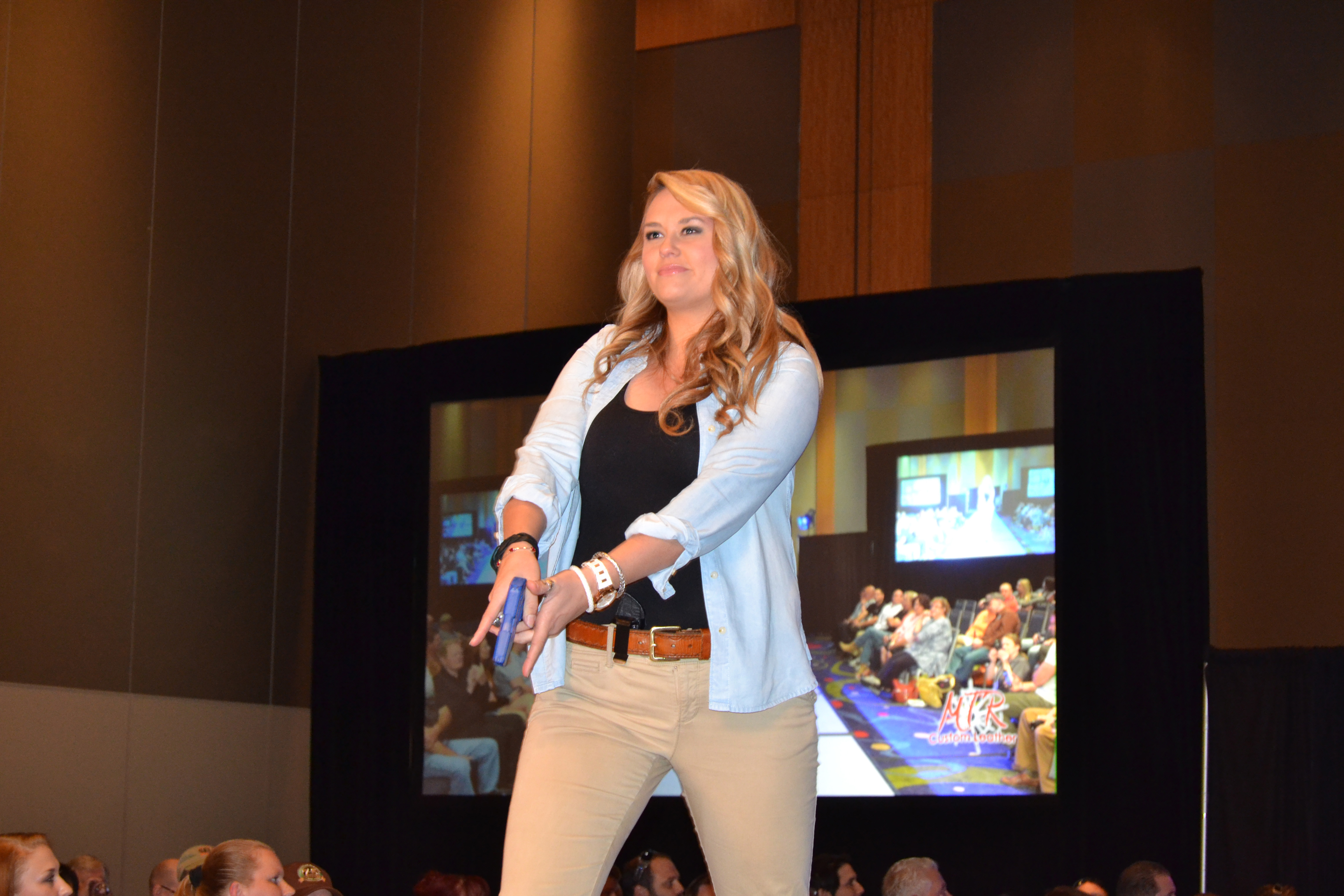Cocnealed Carry Fashion Show Expo